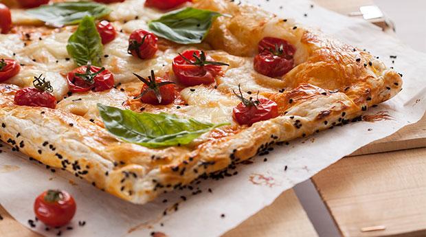 Mozzarella-Peynirli-Milföylü-Yaz-Pizzası