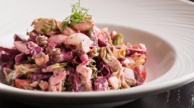Pancarlı-ve-Keçi-Peynirli-Ceviz-Salatası