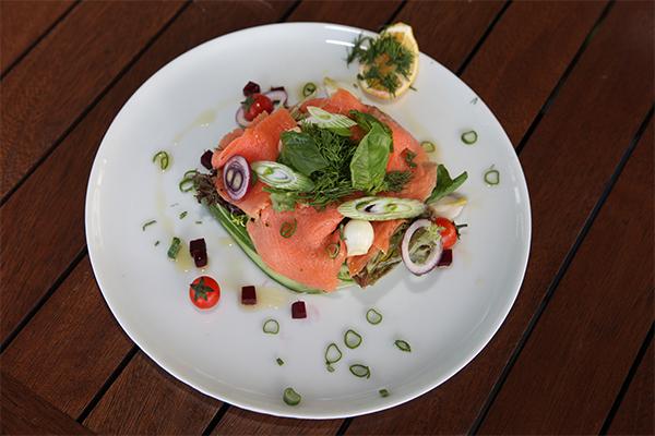 fume-somon-salata
