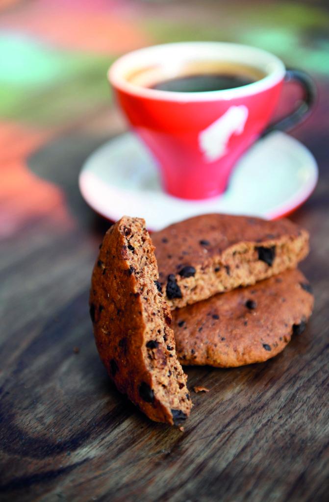 kahve ve bitter çikolatalı tam buğday kurabiye